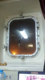 China Marine Steel Bolted & Welding Cabin Windows , Rectangular Windows With Round Angle supplier