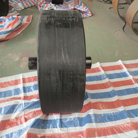 China Gentle Contact Surface Marine Roller Wheel Fender For Narrow Waterway supplier